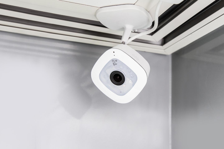 Arlo Q Plus - 1080p HD Security Camera with Audio / PoE / Free Cloud  Recording