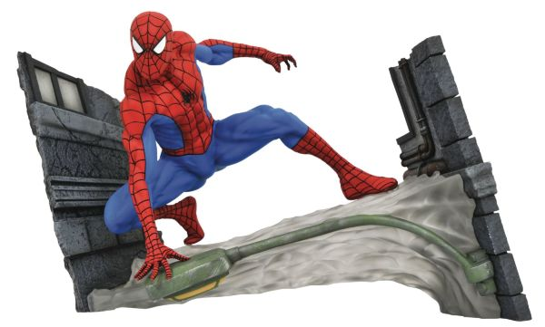 Diamond Select Gallery: Spider-Man Comic Webbing Diorama